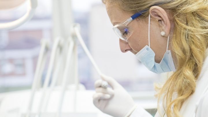 Ile powinien kosztować dobry stomatolog?